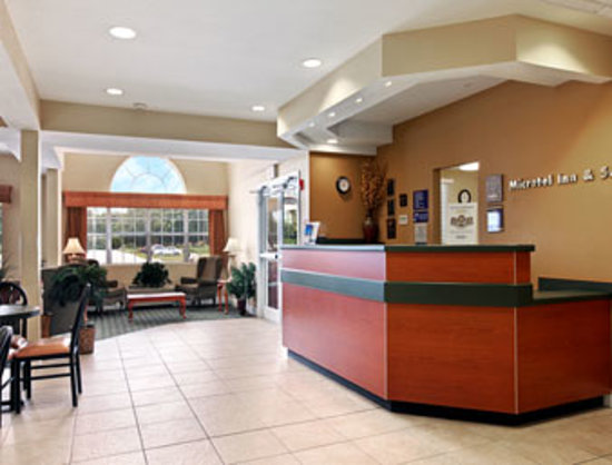 Microtel Inn & Suites by Wyndham Bushnell: getlstd_property_photo