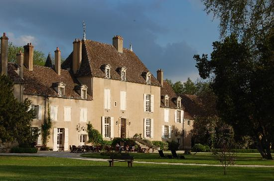 Chateau de Vault-de-Lugny : Main Chateau Building