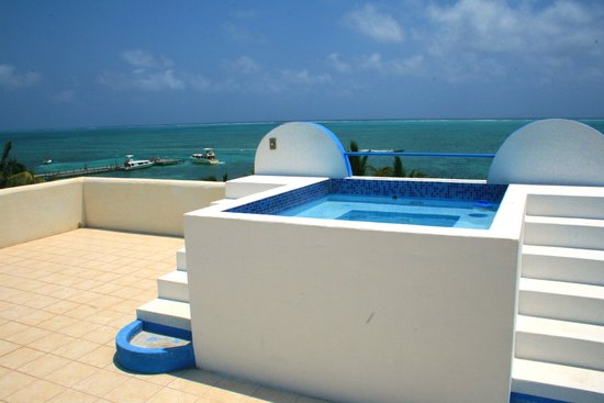 Seaside Villas Condos : Seaside Villas Rooftop Jacuzzi Overlooking the Reef