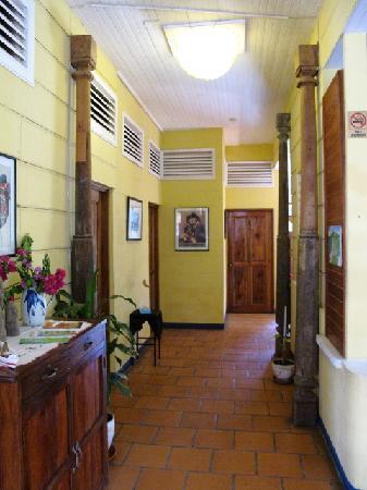 Hotel La Dolce Vita: Corredor