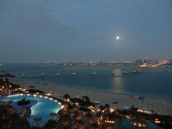 Atlantis, The Palm: Abends am Hotel