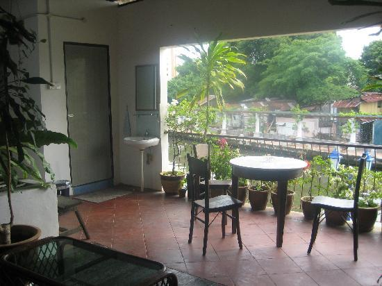 River View Guest House: Balcony where the toilet/showers are
