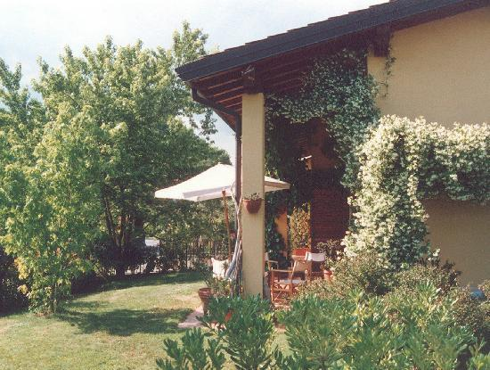 B&B Bellaitalia: giardino e portico