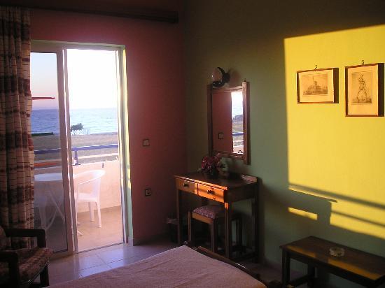Nirvana Beach Hotel: r