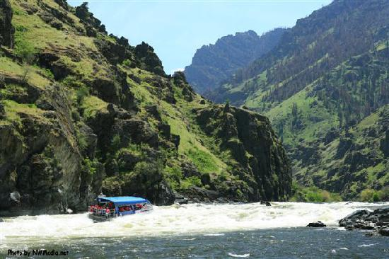 Hells Canyon Jet Boat Trips & Lodging: Wild Sheep Rapids