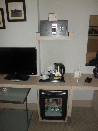 BEST WESTERN Eresin Taxim: LCD, mini bar, safety locker