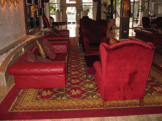 ميليا كورال: Hotel lobby