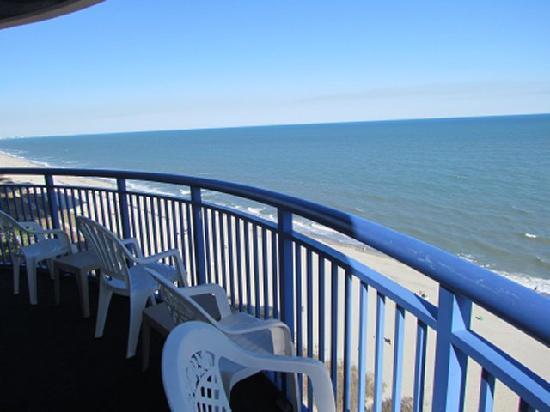 Atlantica Oceanfront Resort: Looking south.