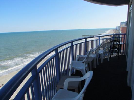 Atlantica Oceanfront Resort: Looking north.