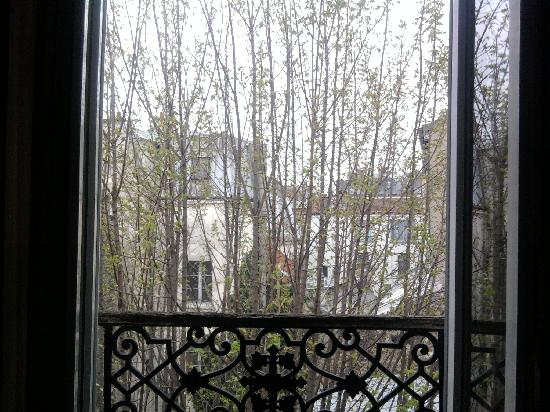 Pratic Hotel : Blick aus dem Fenster, geradeaus