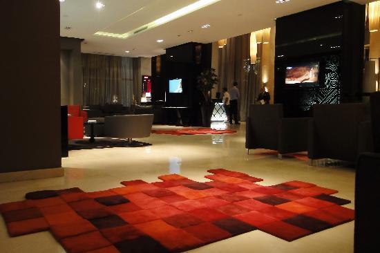 Movenpick Hotel Casablanca: The lobby - best wifi signal here