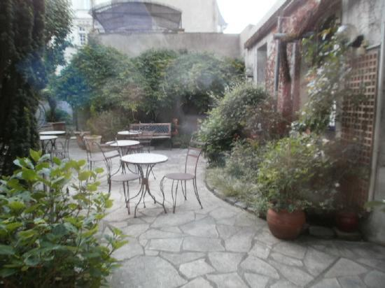 Hotel Colbert: nice courtyard out back
