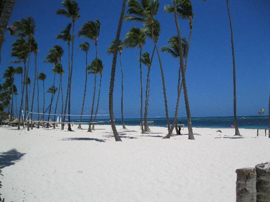 Paradisus Palma Real Golf & Spa Resort: spiaggia davanti al ristorante