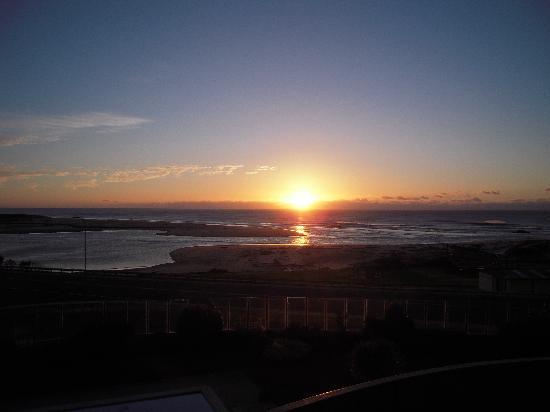 Scamander Beach Hotel Motel: Sunrise from Room 20