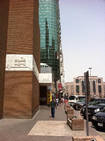 Landmark Hotel Baniyas: Mosquée à deux pas