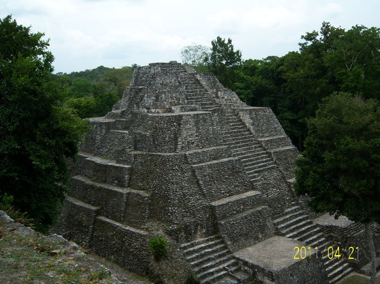 Peten, Guatemala: Pirámide de la Acrópolis Norte, Yaxhá