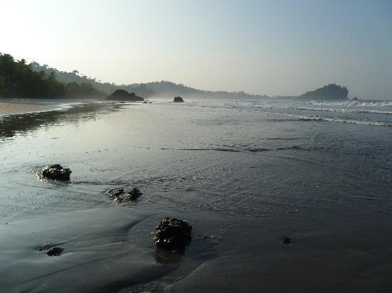 Hotel Verde Mar: Sunrise on the beach