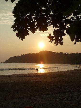 Hotel Verde Mar: Sunset on the beach