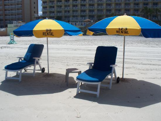 Bluegreen Daytona Seabreeze, Ascend Resort Collection: comfy chairs to rent out front
