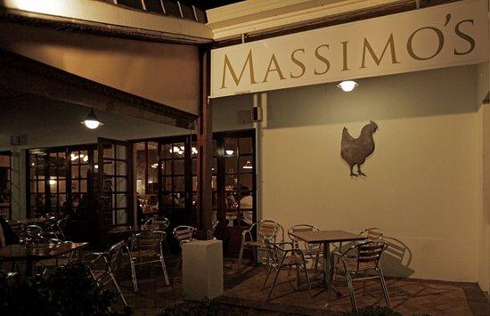Massimo's : patio area