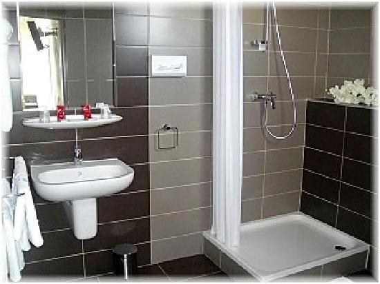 Hotel La Fregate : La salle de bains.