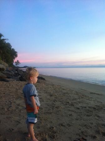 Pacific Sands Holiday Apartments Cairns: sunrise at holloways