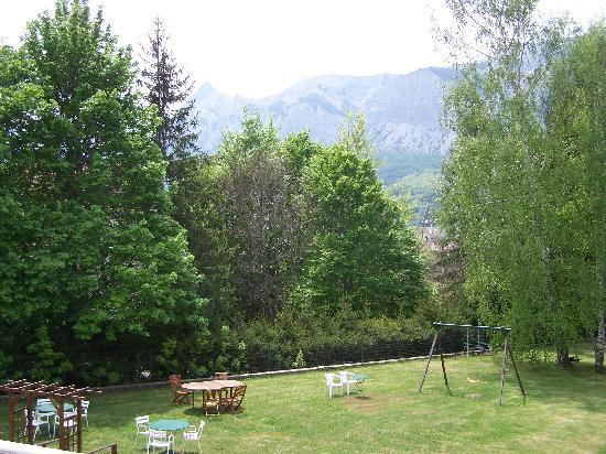 Logis La Cremaillere : Le jardin