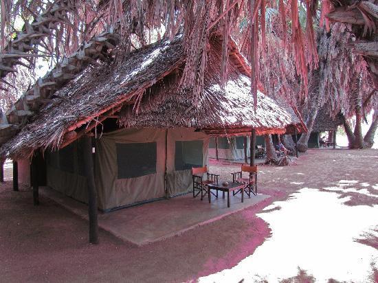 Sandies Tropical Village: Campo tendato al safari
