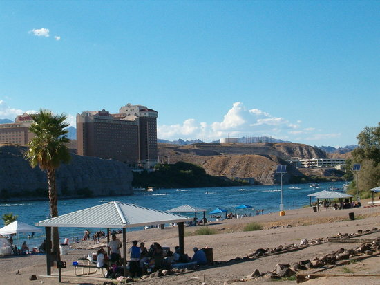 Bullhead City, Аризона: Minutes from the Colorado River!!