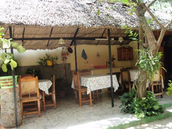 Hostal Daniel y Vivian: Their little restaurant