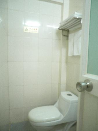 Ko Wah Hotel: 2nd room toilet