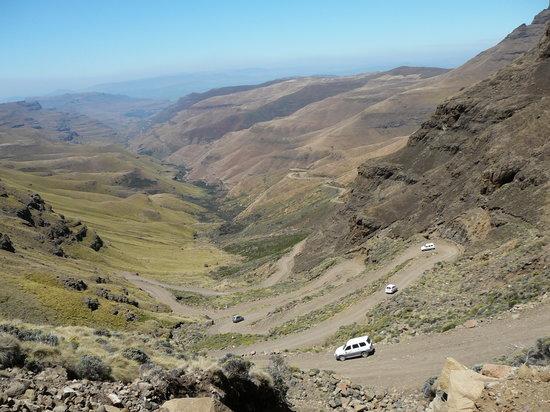 Major Adventures - Day Tours : Going down Sani Pass