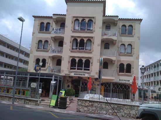 Esmeralda Apartments : Front of Esmeralda