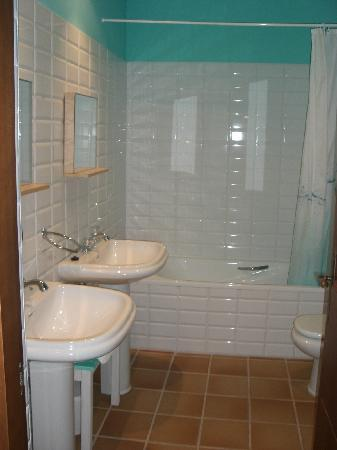 Hotel Rural La Llosa de Fombona: lavabo