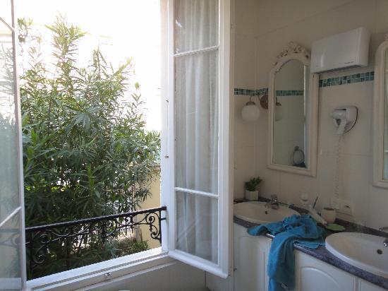Hotel Villa les Cygnes : 使用中ですが一階の部屋のバスルーム