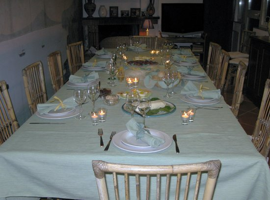 Casalabate, Itália: Table set for our family