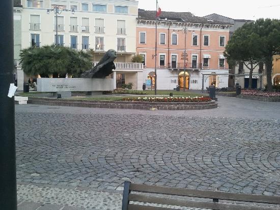 Hotel Europa: piazza Desenzano