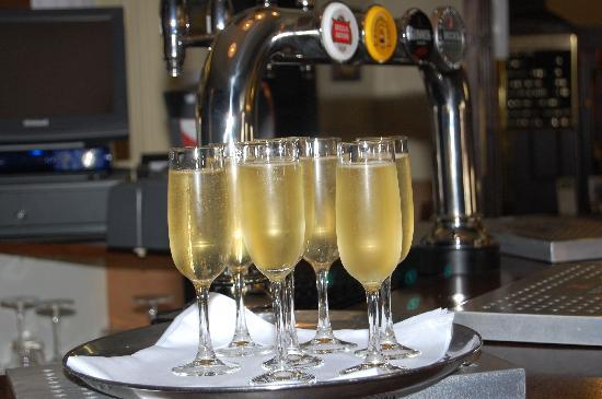 The George Hotel: Champagne at The George