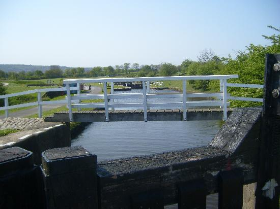 Leeds and Liverpool Canal: Lock