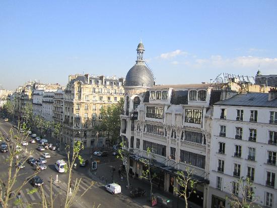Mercure Paris Arc de Triomphe Etoile: view from the room