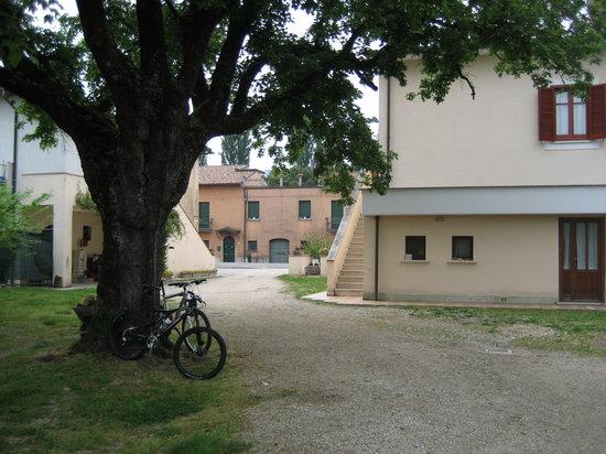 Agriturismo Casa Mattei: ingresso posteriore