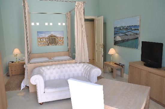 Palazzo Brunaccini : CAMERA MATRIMONIALE