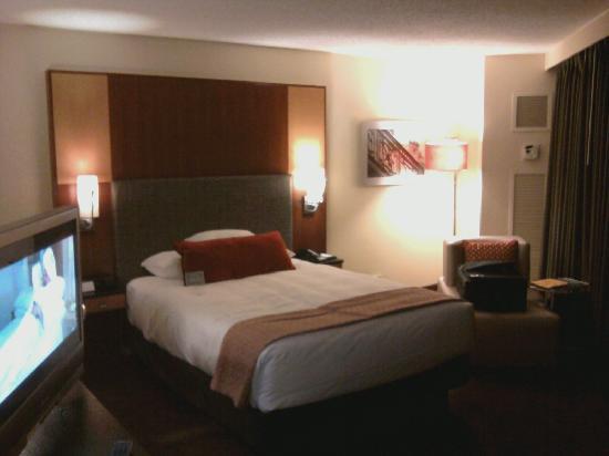 Average size room king picture of hyatt regency for Rooms in chicago