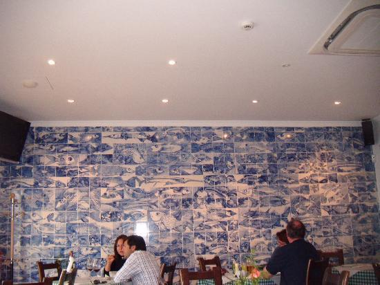 Casa do Polvo Tasquinha : The tile painting on this wall is something to look at.