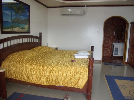 La Laguna Beach Club & Dive Centre: the room