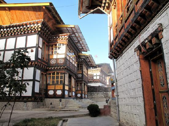 Bumthang, Bhutan: Strolling around the courtyard