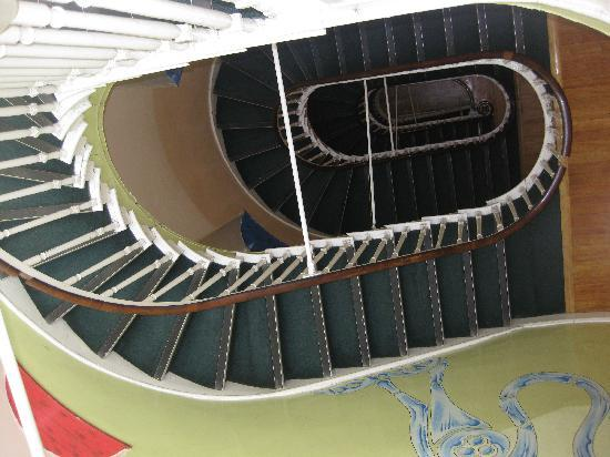 Four Courts Hostel: ...staircase.
