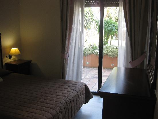 Puerto Jose Banus, Spanien: master bedroom/walk-out patio.