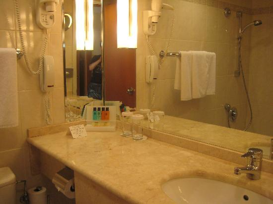Crowne Plaza Moscow World Trade Centre: Bathroom