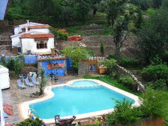 Dar Echchaouen: 外のプール。